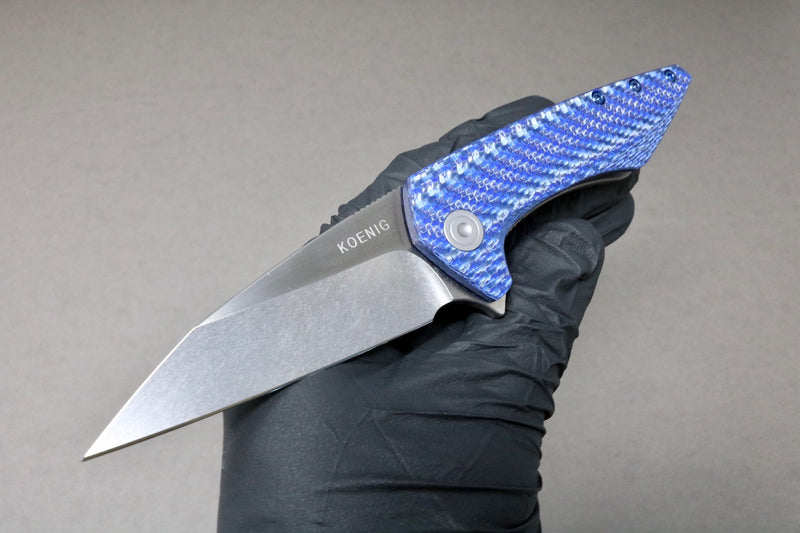 KOENIG KNIVES X SHARKNIVE CO. MINI GOBLIN BLUE CARBON TWILL WITH POLISHED FLATS