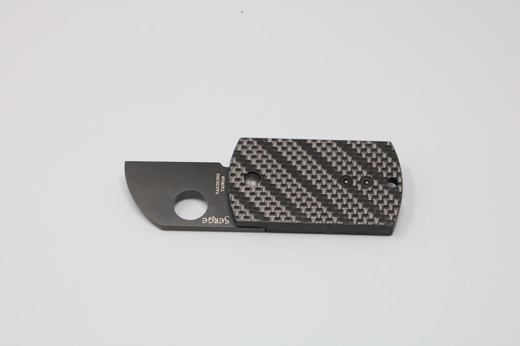 Spyderco Carbon Dog Tag Folder