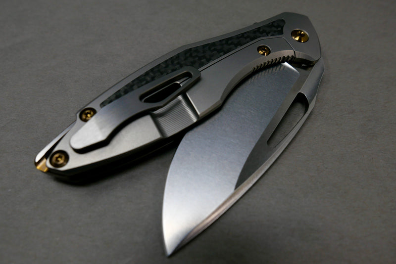 Koenig Carbon Inlay Burnished Blade w/ Satin Flats Bronze Hardware backspacer Tumbled Clip