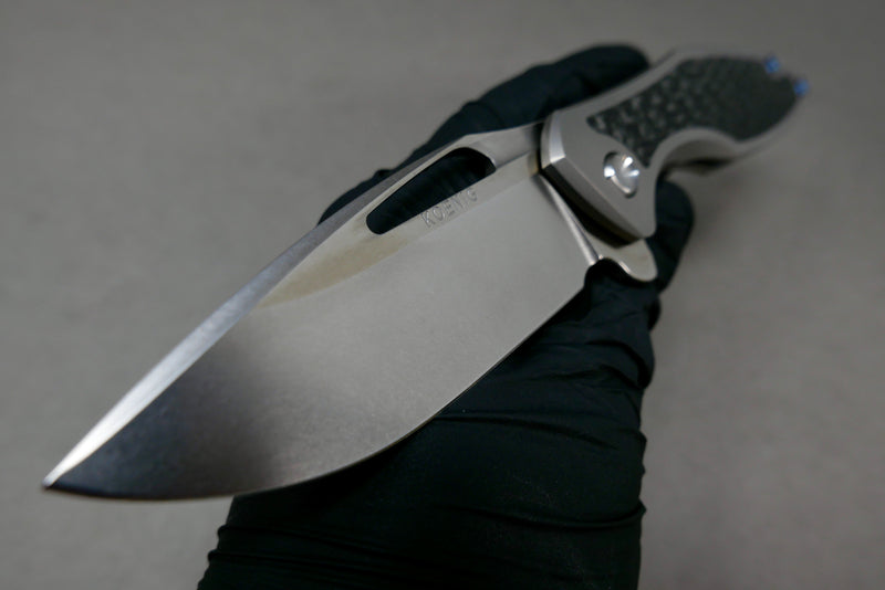 Koenig Arius Carbon Weave Inlay Burnished Blade w/ Satin Flats Blue Ano Hardware & Clip