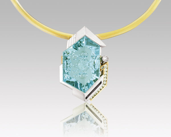 18K Yellow and White Gold Pendant with Aquamarine Center
