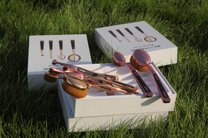Oval-Dose Makeup Brush Kit