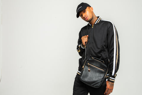 Tote&Carry Black 'SMITH' Leather Messenger Bag