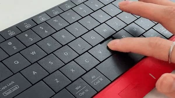 gadgeticloud-mokibo-touchpad-keyboard-bluetooth-wireless-pantograph-laptop