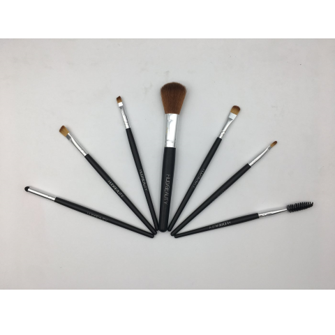 HUDA BEAUTY makeup brushes