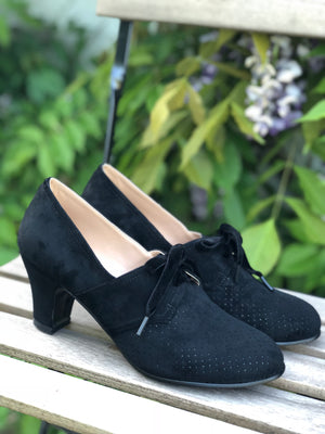 VEGAN shoes - 40s vintage style pumps in suede with lace - Black - Esther
