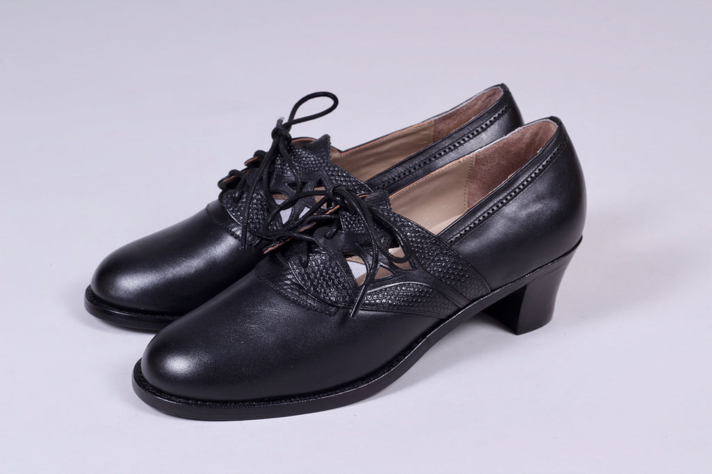 Everyday walking shoes 30s / 40s. Black