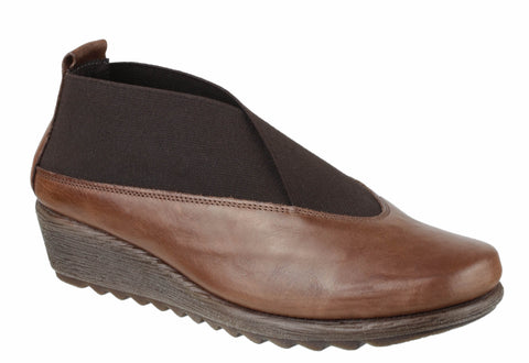The Flexx Stretch Run Womens Leather High Cut Slip On Casual Shoe