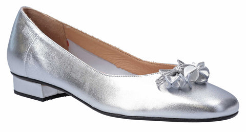 HB Jest Womens Bow and Toggle Trim Dress Pump Silver