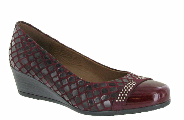 Riva Fallo Womens Wedge Heeled Slip On Dress Shoe Bordo