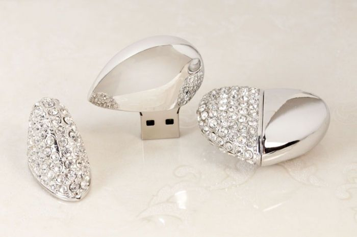 Heart USB & White Flip Box
