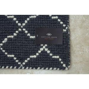 Grey & White Trellis Woven Rug (Large)