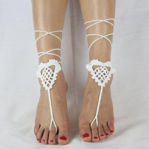 Vintage Heart Shape Cut Out Woven Sandal Toe Ring Anklets For Women - White