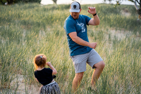 dancing-beach-father-daughter