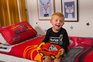 organic-cotton-quilt-cover-set-Racing-car-Red-single-Display-boy-sitting-on-bed