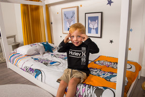 organic-cotton-quilt-cover-set-streetwise-shoes-yellow-and-white-streetwear-single-display-boy-sitting-on-bed