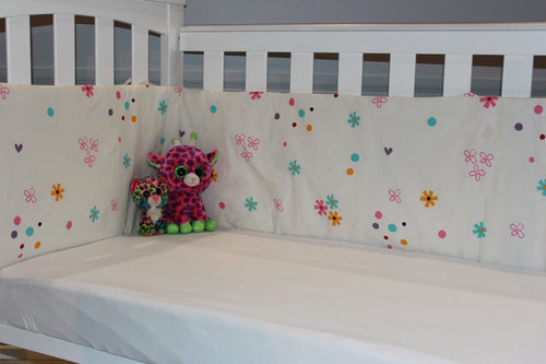 organic-natural-cotton-half-cot-bumper-colour-flowers-white-two-cats-image