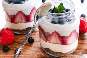 Recipe: Vegan Tiramisu with a Fudgy Mocha Latte Base and Strawberries | Eat Your Coffee