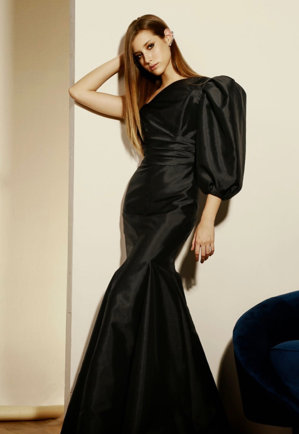 BLACK GOWN W/ SINGLE SLEEVE & BUTTONS DETAIL