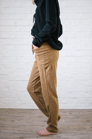 Cozy Joggers with Side Pockets in Camel