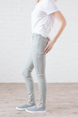 Mid Rise Skinny Jeans in Pale Sage