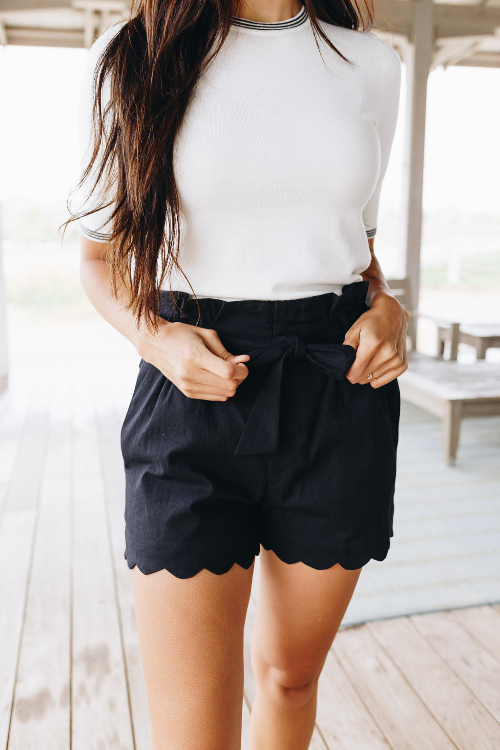 Amber Scalloped Hem Shorts In Black