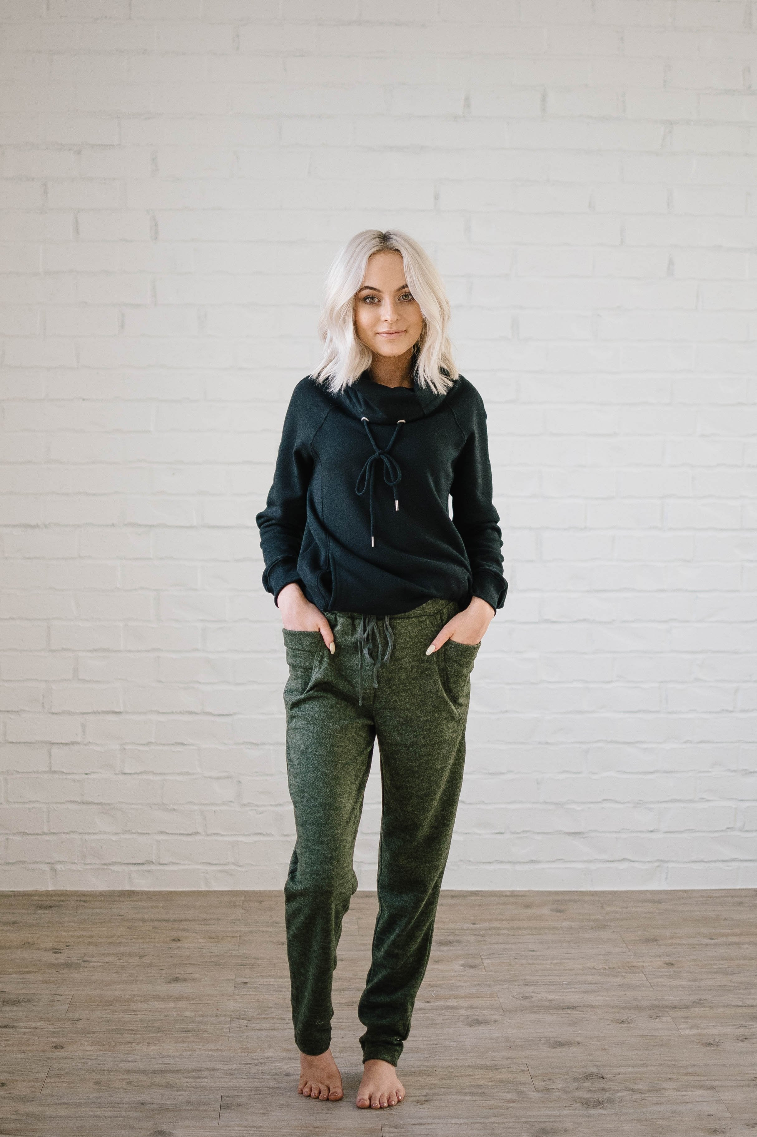 Cozy Joggers with Side Pockets in Olive