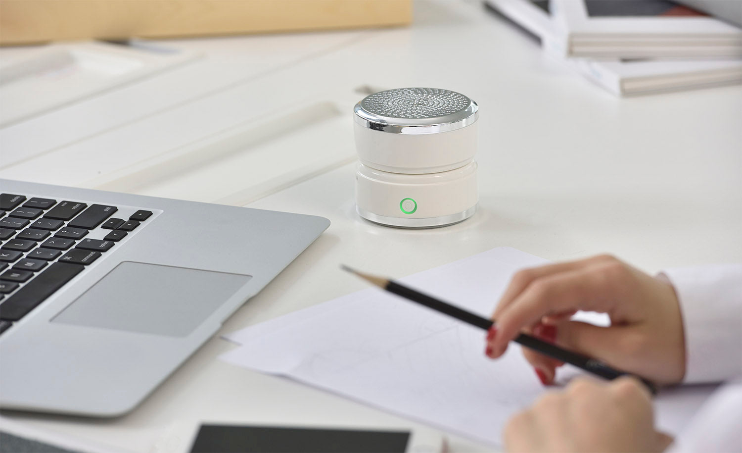 #9 gifts for boyfriends mom: personal air purifier