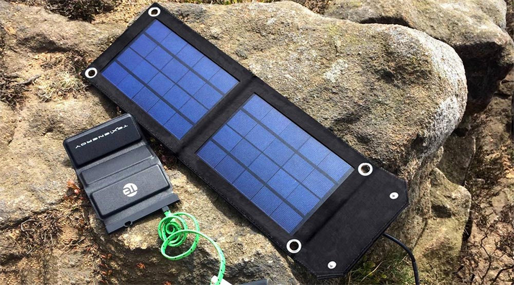 #27 cool tech gadgets for men: small solar panel