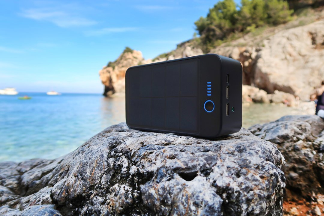 #31 cool tech gadgets for men: solar bluetooth speaker