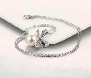 Pearl bowknot necklace