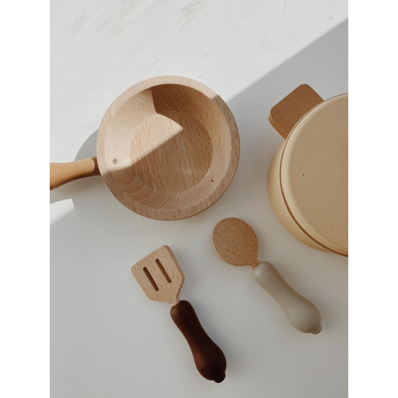 WOODEN POTS AND PANS