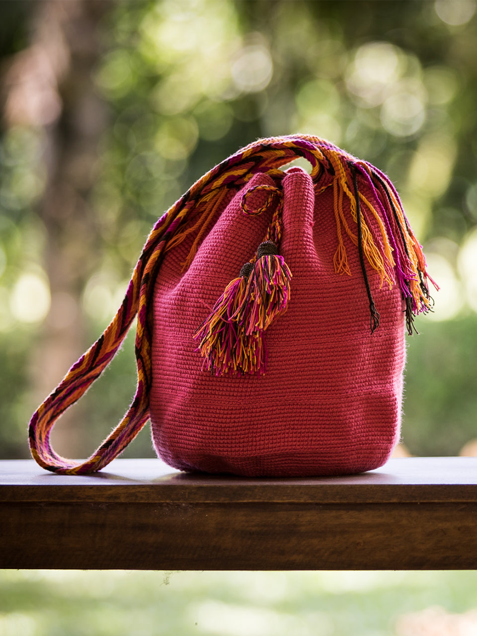 Pink woven shoulder bag with tassels and beads Palmazul Beachwear Lifestyle Wayuu Mochila