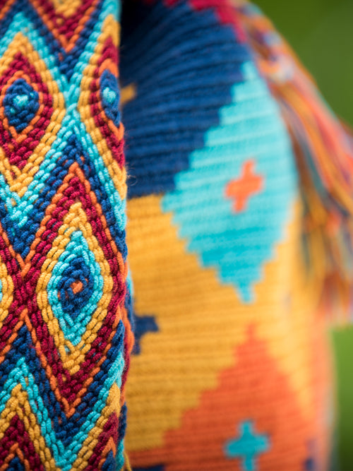 Shoulder strap of the Diamond pattern orange, yellow, red and blue woven shoulder bag with tassels and beads Palmazul Beachwear Lifestyle Wayuu Mochila