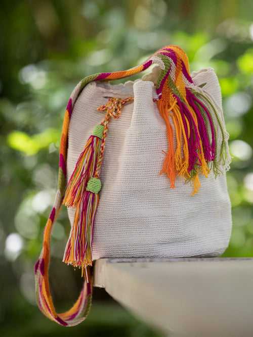 White woven shoulder bag with tassels and beads Palmazul Beachwear Lifestyle Wayuu Mochila