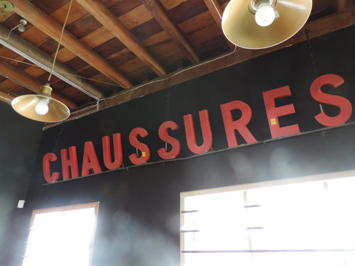 CHAUSSURES Sign