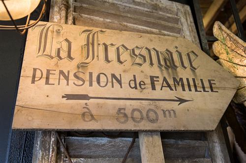 French 'Guesthouse' Sign