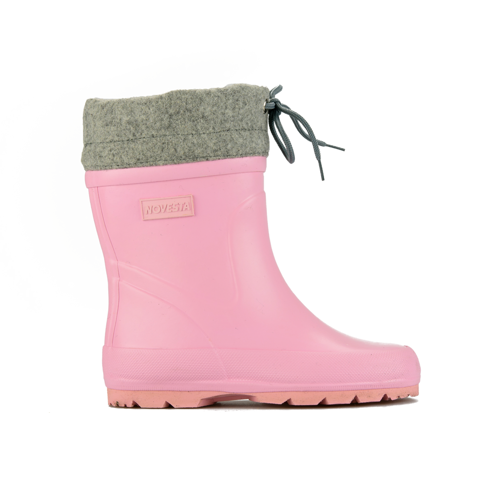 PINK WINTER BOOTS.