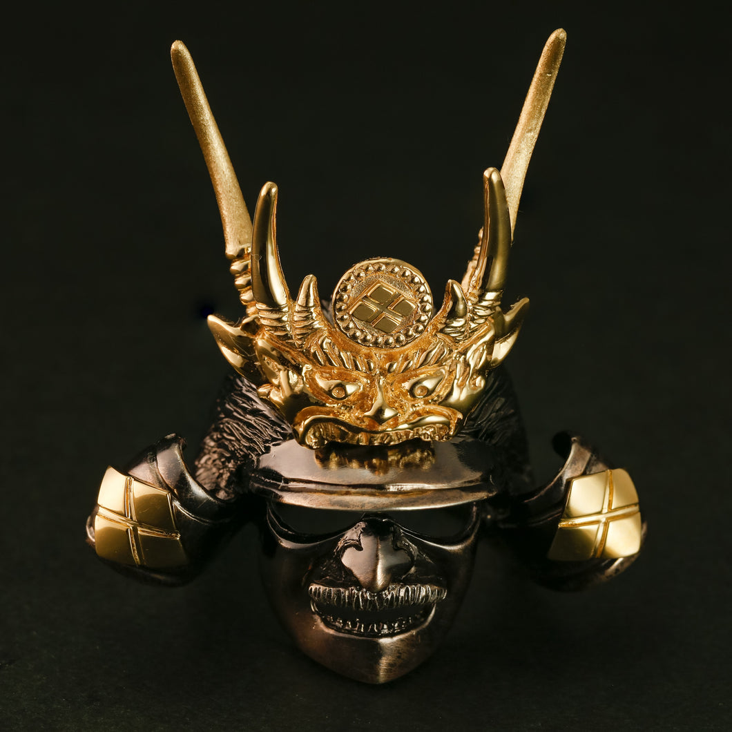 SILVER SAMURAI RING with 18KARAT GOLD EMBLEM (14-2352)    <p><strong><span style=