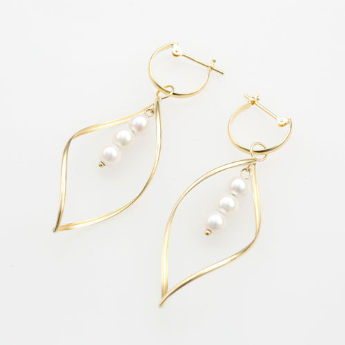 18 Karat Gold Akoya Pearl Earrings (46-8690)-Earring-Jewels Japan