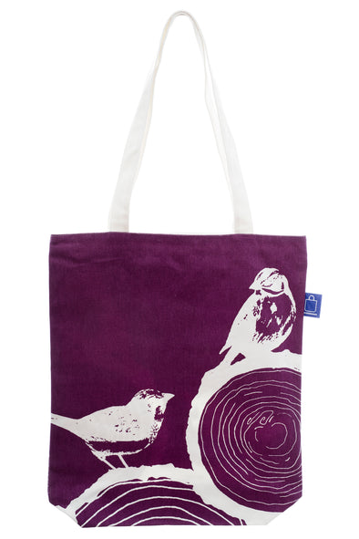Abisko shopping bag with design printed on cotton fabric. It has a zip for full closure of the bag, and a small inside pocket. Large enough to hold an ipad, laptop or some groceries. perfect to bring to the beach.
