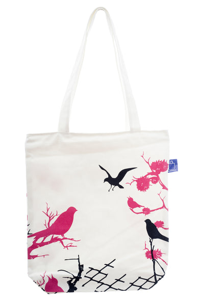 Ale bag with design printed on cotton fabric. It has a zip for full closure of the bag, and a small inside pocket. Large enough to hold an ipad, laptop or some groceries. perfect to bring to the beach.