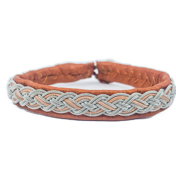 Tan reindeer leather bracelet for men and women. jewellery inspired by the Nordic culture and nature