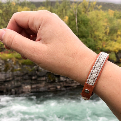 Swedish bracelet in reindeer leather tan color, bracelet for both men and women by julevu.com