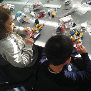 Children are building robots using RUNSTEM robotics kits