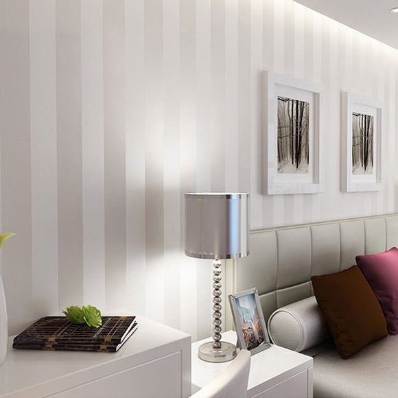 Modern-Minimalist-Wallpaper-Stripe-Glitter -wallcovering