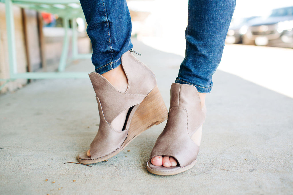 The Hollyridge Taupe Wedges