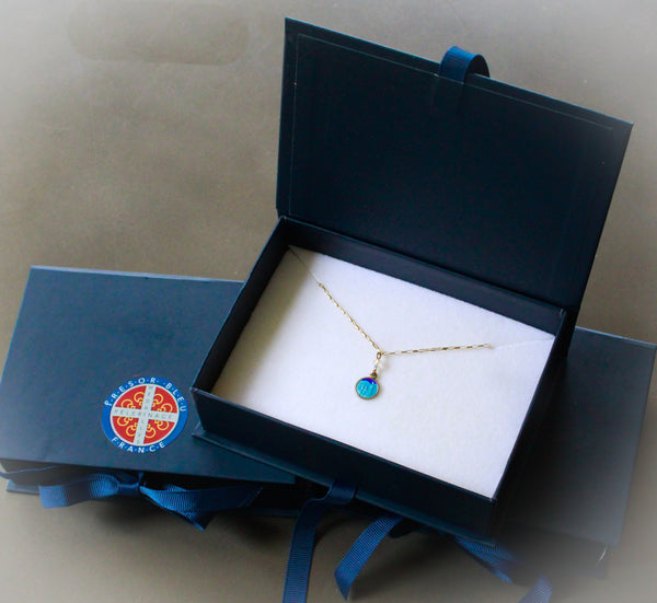 All trésor bleu vintage items include complimentary gift boxing.