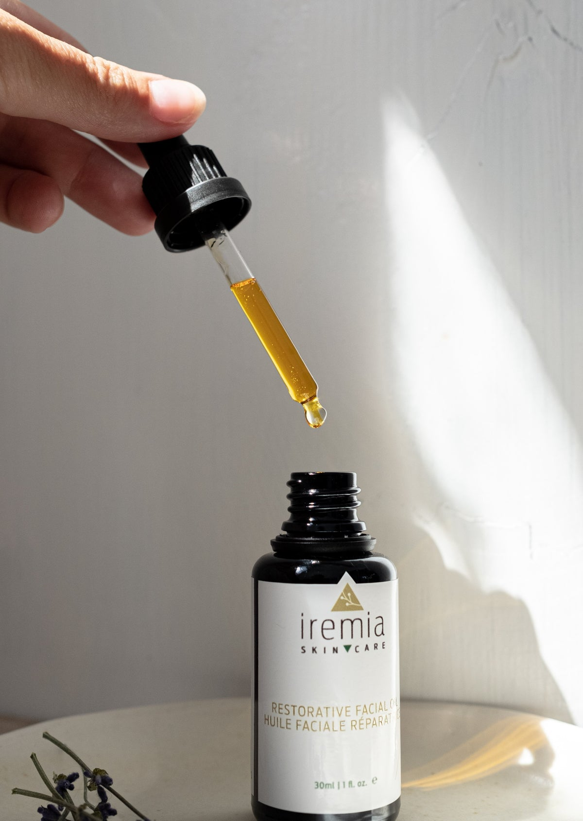 Iremia Skincare Restorative Facial Oil and the Nara Jade Facial Roller. A perfect pair for your sensitive skin to nourish and tone your skin. The best minimalist routine using clean ingredients for your sensitive skin.