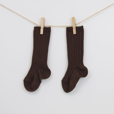 Cóndor® crew length chocolate brown socks.